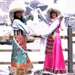Pinoys in Naxi costume (11)