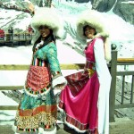 Pinoys in Naxi costume (9)